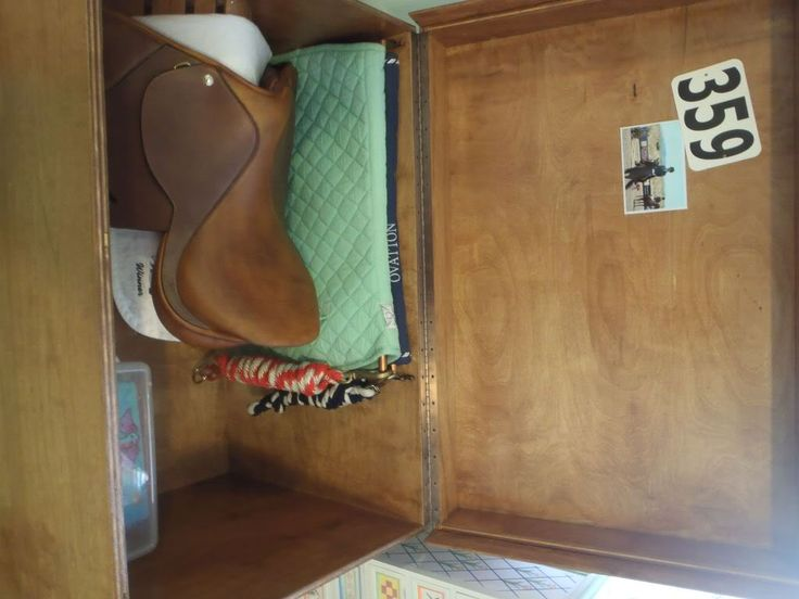 Tack Trunk, Saddle pad rack