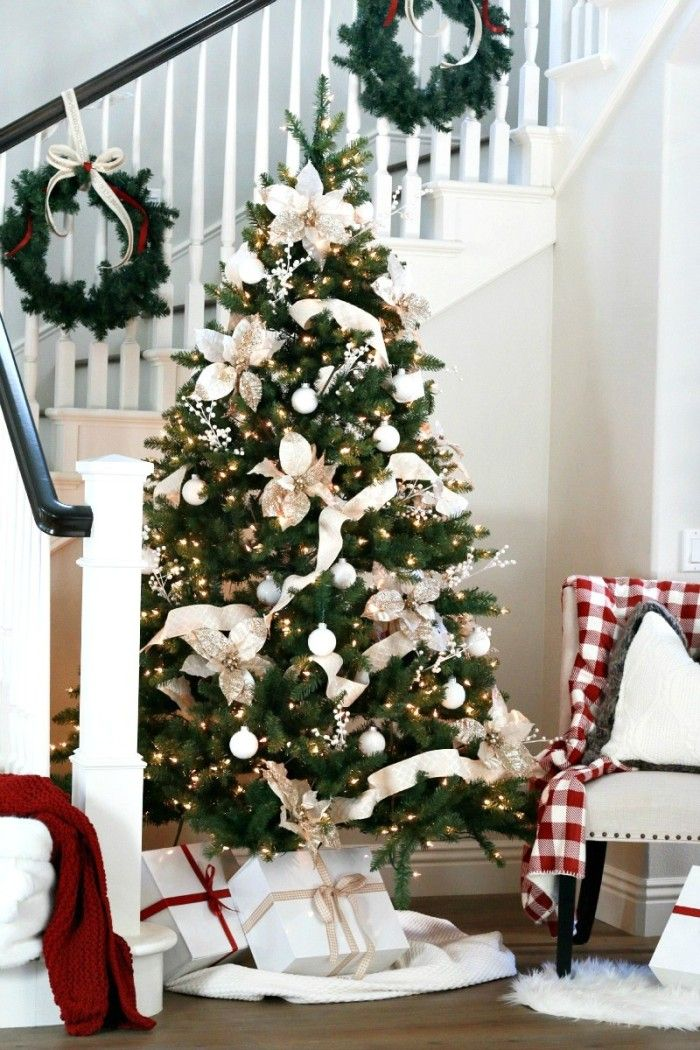 A very classic and classy Christmas Tree with all whites and creams! See 10 more Christmas Tree Decorating Ideas on dreambookdesign.com