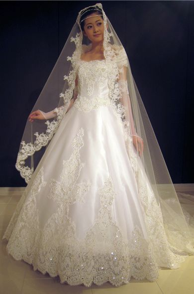 桂由美 wedding dress