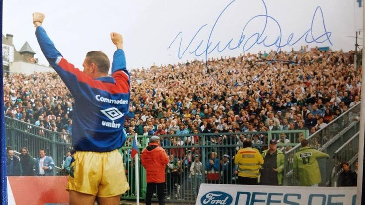 Vinnie Jones Leading the Chelsea Contingent's Chants at Palace 1991/1992