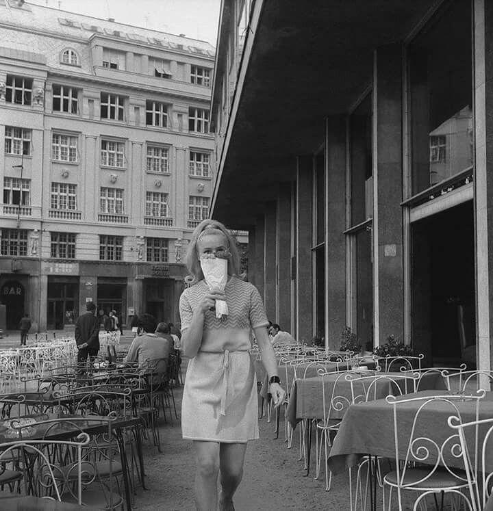 Ispred Gradske Kafane Na Trgu Republike 1968 Belgrade Serbia Zagreb Belgrade