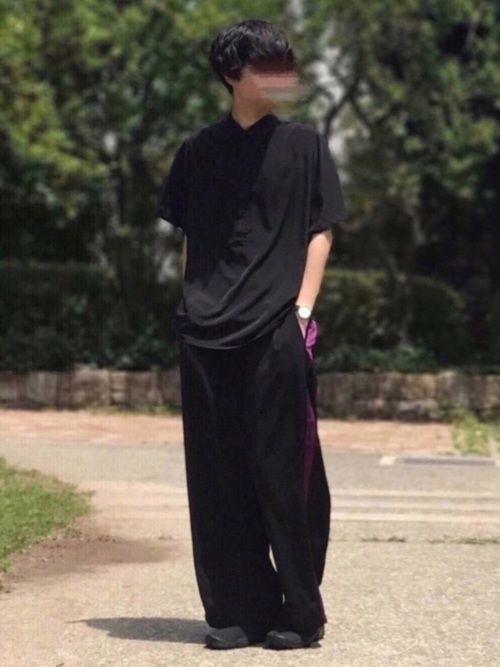 こんばんは🙄 懲りずに真っ黒(揚げずに唐揚げ的ノリ) ドルマンスリーブのシャツに黒×紫のラインパン