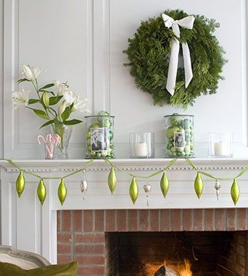 green and silver #Christmas Decor| http://christmasdecorstyles187.blogspot.com
