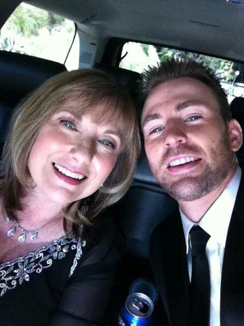 Chris And Your Mother Chris Evans Chris Evans Captain America Chris