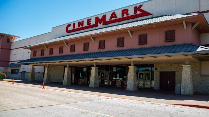 Movie Theaters Full On Rhythm Won T Return Until 2022 Cinemark Ceo Says Deadline