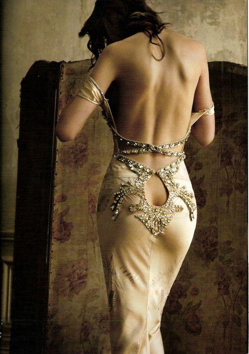 Фото девушек в платье со спины эротичные