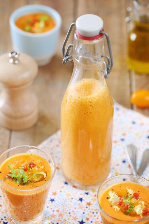 Dans la lignée de l'article d'hier, je vous propose aujourd'hui une recette de soupe froide, un gaspacho. On met les légumes dans le blender, on mixe, on b