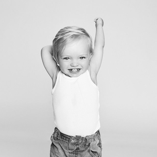 Såååå stor og sterk 🙇💙 #litenmentøff #sesåstor #ettår #momentstudio #barnefotograf #fotostudio