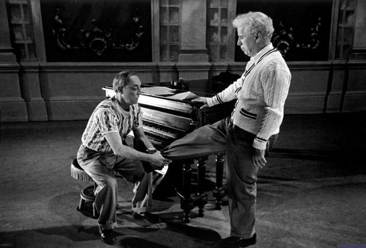 """Чарли Чаплин и Бастер Китон на репетиции финальной сцены """"Огней рампы"""""""