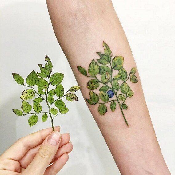 A artista @rit.kit.tattoo usa folhas de verdade para desenvolver suas tatuagens #arte #criatividade #zupi #tattoo