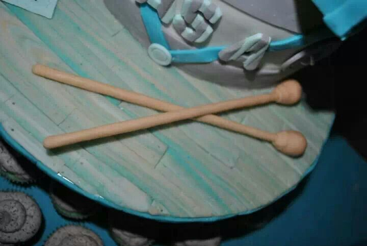 Drum stick fondant and wood plank cake board cover