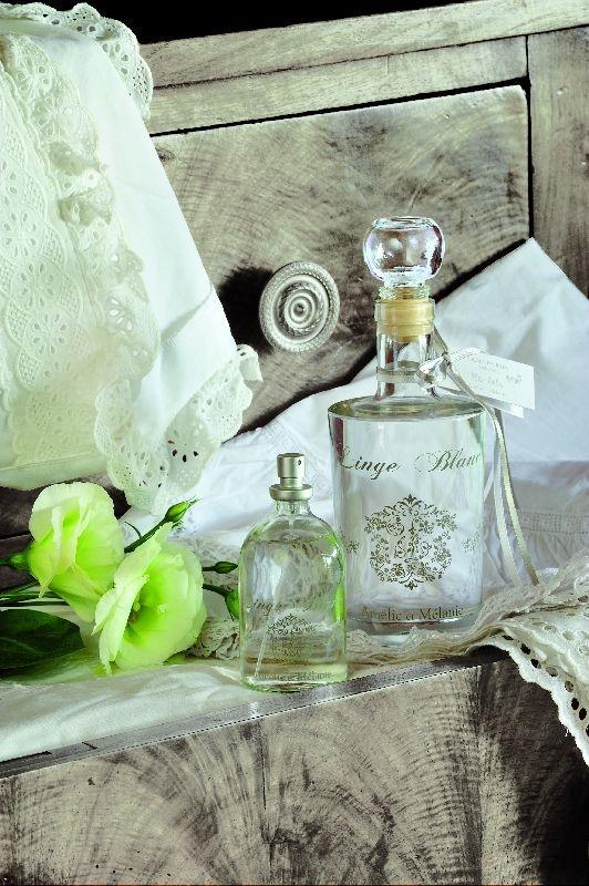 Une note fraîche et chic dans un esprit très blanc donne à l'atmosphère une pure élégance. Deux doigts de noblesse, une touche de raffinement pour une gamme toute en nuance. http://www.boutique-lothantique.com/linge-blanc-amelie-et-melanie.html
