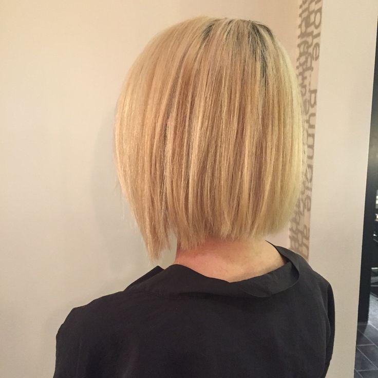 Blonde razor Bob. Haircut. Movement. Texture. Bumble and bumble
