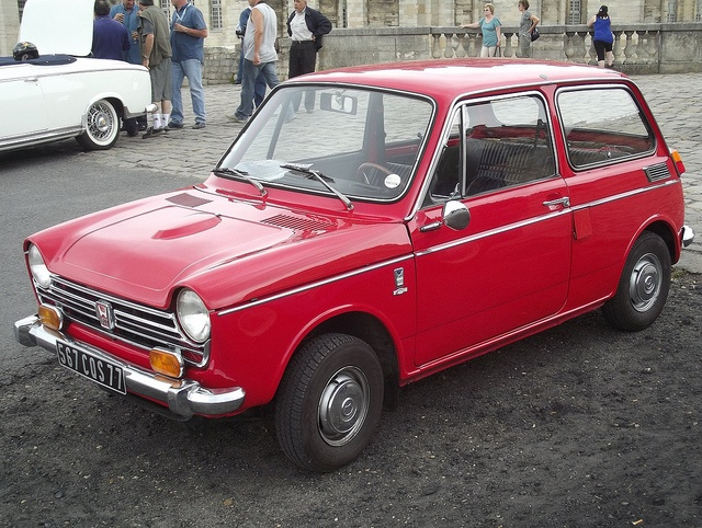 The Honda N600 was developped alongside the N360 which is a kei car, designed and built by Honda and produced from March 1967 through 1970, while its larger N600 brother lasted three more years.  | Car photo