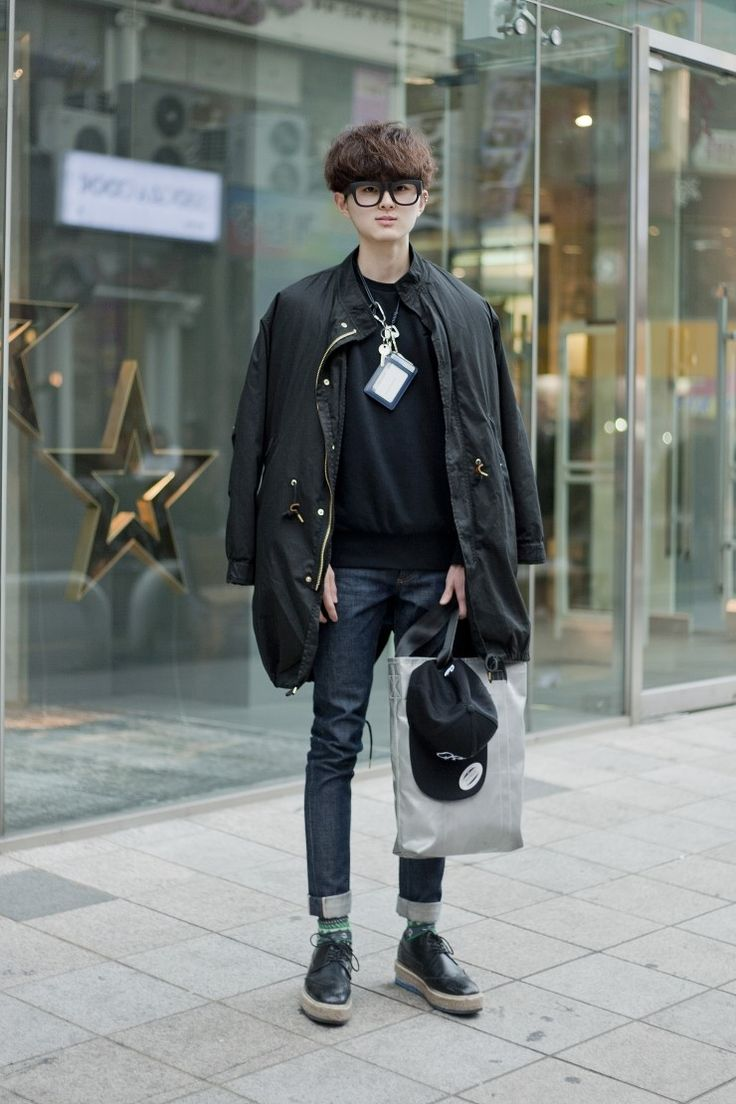 The path to Korean hipster is wearing selvedge dark blue denim and freittag's ecobag.    BLACK + GREY + BLUE = HIPSTER