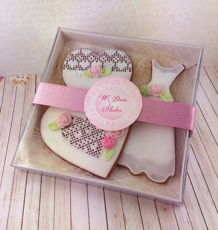 Set wedding cookies in decorated box. A great idea for wedding-gift