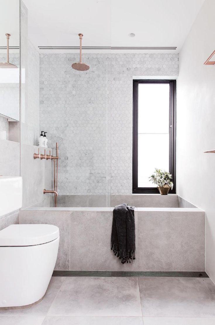 petite salle de bain baignoire douche mosaique hexagonale #bain #moderne #bathroom