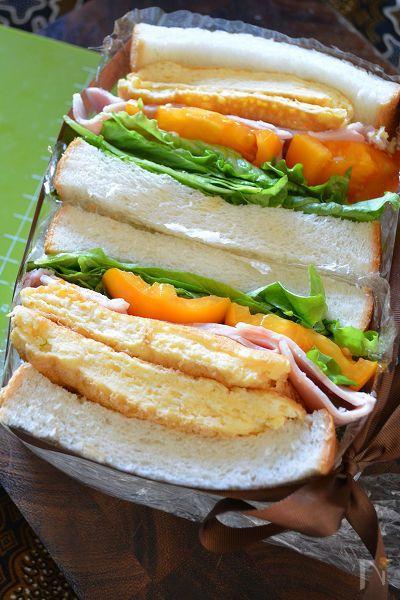 春なので心躍る軽やかわんぱく!ふわっふわんの厚焼き玉子サンドですよー♪     ボリューミーなのに軽やか食感。    神戸屋さんの関西地方の厚切り食パンを使ってぱんわくサンド(関東は6枚切り、関西は5枚切りで販売されているって初めてしりました♪)