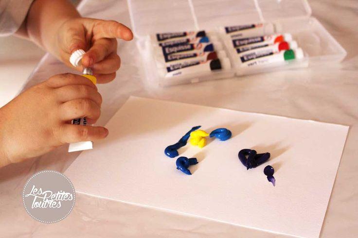 Aujourd'hui on vous propose un peu d'art créatif à réaliser avec vos petits Loutrons. J'ai découvert la peinture propre à la crèche du petit Loutron et j'ai trouvé le principe génial : simple, peu coûteux et surtout pas de peinture partout sur les murs et sur les enfants   Cette activité est chouette pour les enfants car elle permet de développer leur toucher et leur créativité en mélangeant eux-mêmes les couleurs comme ils le souhaitent.