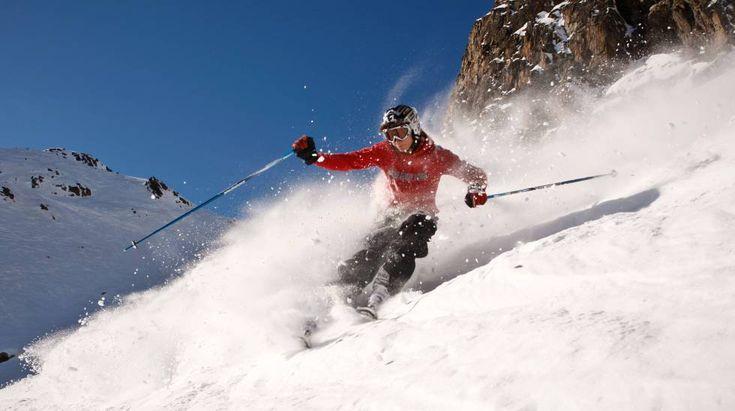 Generalmente las personas aficionadas a esquiar se sienten atraídas por las épocas frías, y aún más si se presenta la nieve. En España hay muchas estaciones de esquí, lugares que permiten practicar una gran cantidad de deportes de montaña.  ¿Cuáles son las mejores estaciones de esquí en España? ...