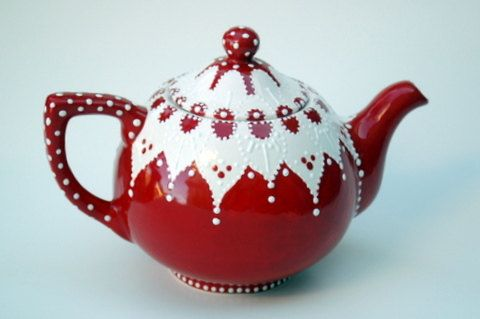 I love the vintage look of this teapot. And I want it right now.