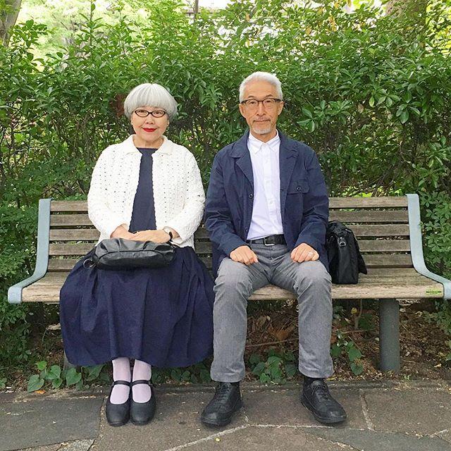 週末、仙台に遊びに来ていた娘に撮ってもらいました bon ・ジャケット(UNIQLO) ・シャツ(GU) ・パンツ(UNIQLO) pon ・カーディガン(Brooks Brothers) ・ワンピース(楽天) ・足元はグレーのソックス ・靴はノーブランド ワンピースは数年前に買ったもの #ベンチの二人 #couple #over60 #fashion #coordinate #outfit #ootd #instafashion #instaoutfit #instagramjapan #greyhair #夫婦 #60代 #ファッション #コーディネート #夫婦コーデ #今日のコーデ #グレイヘア #白髪 #共白髪