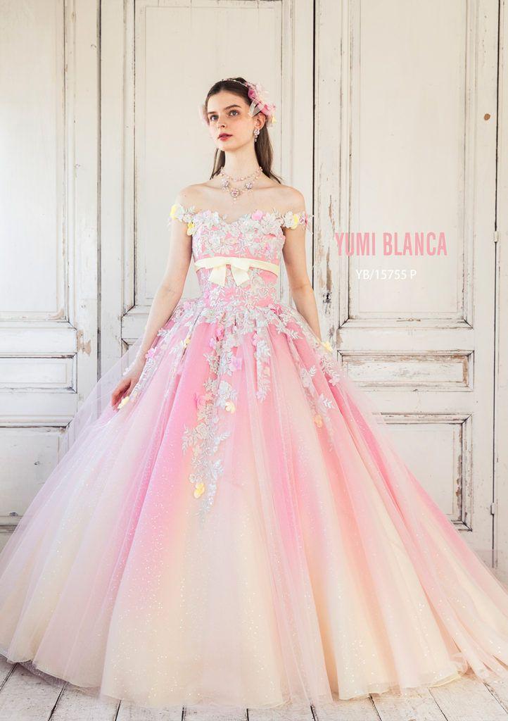 YB-15755(PINK) - 桂由美 カラードレス - 身頃からスカート裾へと、大胆なグラデーションが動く、たっぷりとしたボリュームが魅力のボールガウンドレス。 ウエストから放射状にあしらった、多色使いのエンブロイダリーモチーフに、フラワーモチーフを重ねた、ロマンティックなデザインです。 グラデーション、輝き、小花使いと、カラードレスのキーワードが詰め込まれたドレ