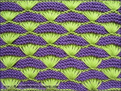 The shells on a garter stitch background  |  It is a unique stitch that will give your project a wonderful textured look. This knitting pattern is quite difficult to do if you are a knitting beginner.