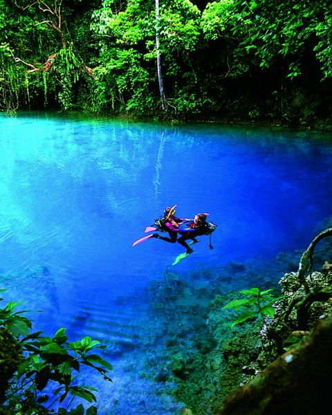 Top 10 most spectacular tourist places in the world: The blue hole in the island of Espiritu Santo, Vanuatu