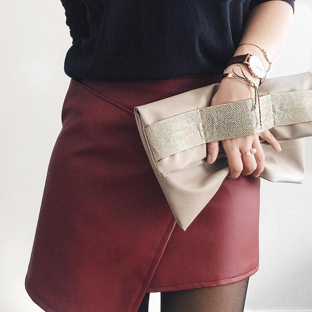 ✖️️ZOOM Tuto pour réaliser la jupe dispo sur le blog lesperlesdebrunette.com Pochette et joncs dispo sur le shop ➡️ ️lien en bio! J'espère que la journée a été bonne Bonne soirée les douces ❤️❤️❤️