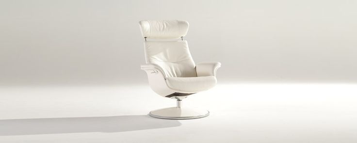 This is my favorit chair in white leather - Wellington from cuir center.