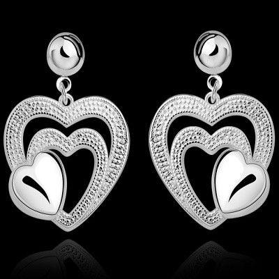 https://www.goedkopesieraden.net/Webwinkel-Product-162774457/Oorbellen-925-sterling-zilveren-stekers-met-hangers-van-3-bewerkte-hartjes.html