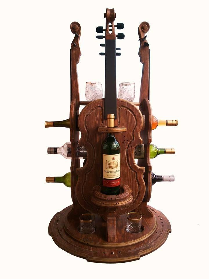 Мини бар скрипка на 8 -12 бутылок, искусственно состарен по итальянской технологии, в нижней части основания бара есть специальные ниши для 4 бокалов под виски или для 4 небольших бутылок, в верхней части бара встроен круглый поднос на который можно поставить графин-штоф, бокалы, фужеры или рюмки.
