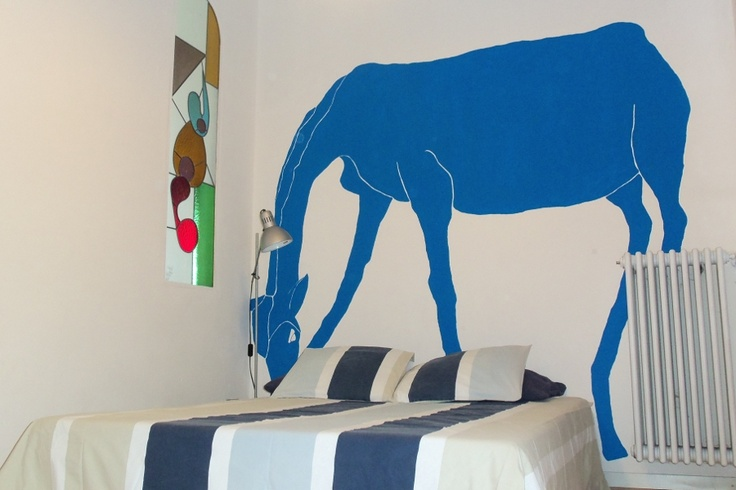 Lake Como Accommodation Panorama Apartment.     Do not be surprised if a Blue Giraffe is in your dreams