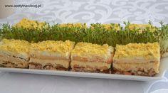 Sałatka - ciasto:  * warstwa krakersów * ser z majonezem * warstwa krakersów * tuńczyk z korniszonem  i cebulą * warstwa krakersów * białka posiekane z majonezem * żółtka pokruszone