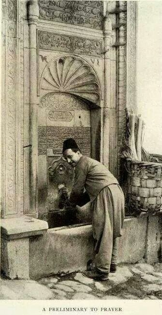 A Preliminary to Prayer, photo by Ahmediye Çeşmesi. Üsküdar (Istanbul), early 20th century.