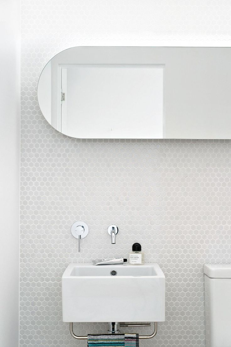 9 modern white bathrooms. Project by architect Hugh Campbell of Campbell Architecture.