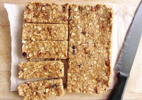 Овсяные батончики с орехами и фруктами - полезное и вкусное печенье без выпечки по быстрому