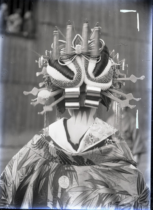 A vintage photograph of an oiran