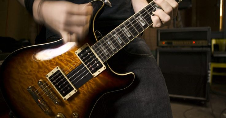 Como instalar uma chave seletora de três posições para guitarras. As guitarras elétricas que possuem dois captadores — como os modelos da Gibson Les Paul — geralmente seguem um esquema de fiação que requer uma chave seletora de três posições para selecionar cada captador ou a combinação de ambos. Quando o seletor é movido para determinada posição, um circuito entre dois relés metálicos de contato é fechado. Por ...