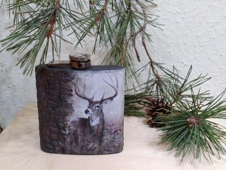 Egy vadász ismerősnek készült karácsonyi ajándékként. Bőr hatású borítás és velúr lakk.