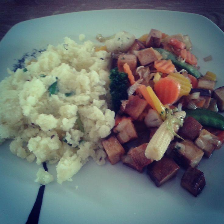 Uzené tofu se zeleninou a štouchané brambory