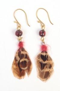 Boucles d'oreilles en plume et perle   Oxfam-Magasins du monde
