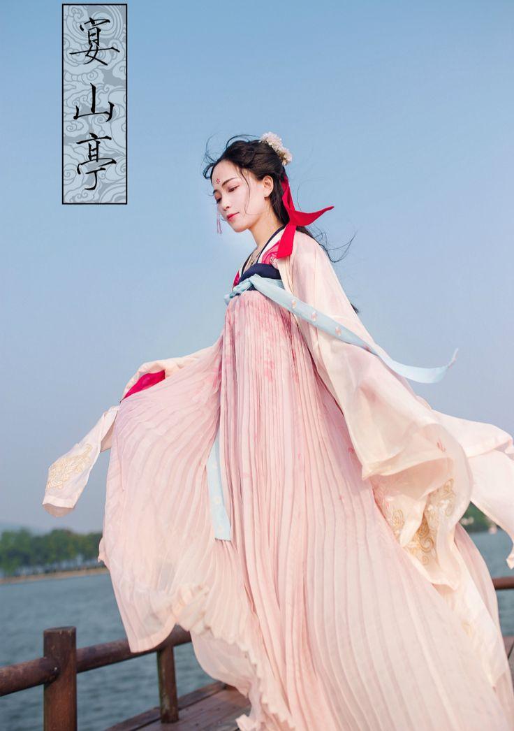 rainbow in your eyes | changan-moon:   Traditional Chinese hanfu | Tang...