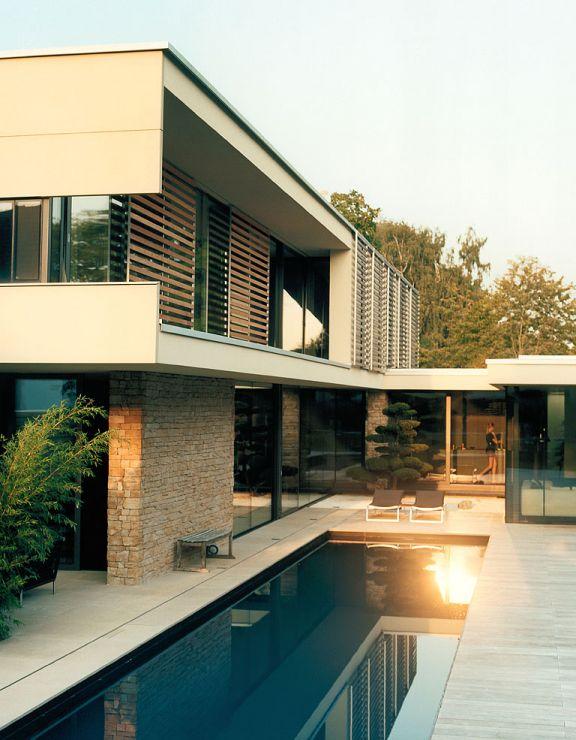 Hofhaus mit asiatischem Flair: Innenhof als Ruhe-Insel