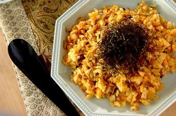 ピリッとした高菜と明太子が食欲をそそるチャーハンです。