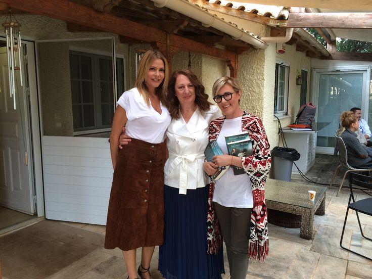 "Backstage από την εκπομπή Jenny Jenny! Η συγγραφέας Βικτώρια Μακρή μαζί με τη Τζένυ Μπαλατσινού και τη δημοσιογράφο Αμαλία Κυπαρίσση μιλάει για το νέο της βιβλίο ""ΜΙΑ ΝΥΧΤΑ ΜΕ ΤΟΝ ΤΣΕΧΩΦ""."
