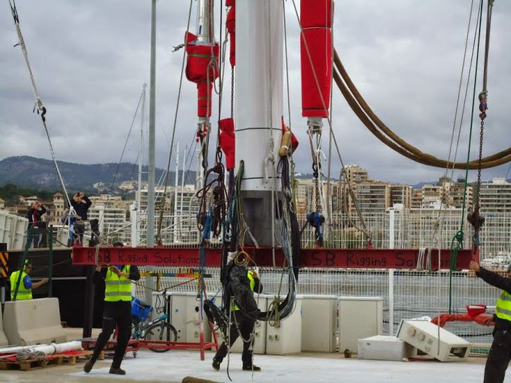 Thursday arrived grey and overcast with intermittent rain, but light winds meaning the RSB team could set about re-stepping both masts on the amazing #SYTwizzle before the breeze returned. http://rsb-rigging.com/