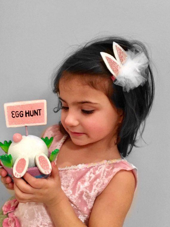 🌟🐰Due hoge vraag naar onze Bunny oren hoofdbanden of illustratie we zijn massa produceren deze dus ze zijn klaar om te verzenden!!   🌟🌟🌟follow ons op #Instagram & verlof een commentaar onder deze foto in onze diervoeders. We sturen speciale couponcode voor korting voor de aankoop van deze 🐰🌟🌟🌟🌟   Kies de grootte en kleur opties hieronder bij de aankoop van de drop-down box   🌟SIZING OPTIES:  Pasgeboren - 13 inch / / baby - 14 Inches Peuter - 15 inch / / kind...
