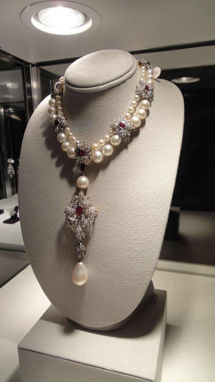 """La Peregrina"" 16th century part of royal spanish jewels was given to Mary Tudor…"